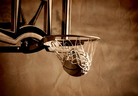 baloncesto: Acci�n disparo de baloncesto pasando por aro de baloncesto y red