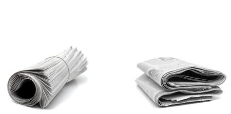 Journaux enroulés isolé sur fond blanc