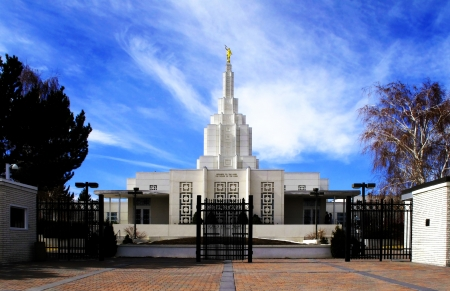 latter: Mormon Temple Idaho Falls with blue sky and clouds in background Stock Photo