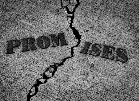 Gebroken beloften met barst in beton met woorden