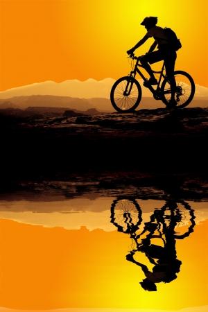 handle bars: Ciclismo de monta�a por un sendero en la monta�a