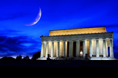 us government: Lincoln Memorial in Washington DC at night with crescent moon