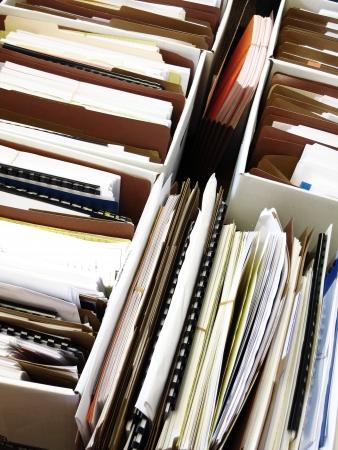Geschäfts Dateien angeordnet und in Kisten Ordnern organisiert Standard-Bild - 25017030