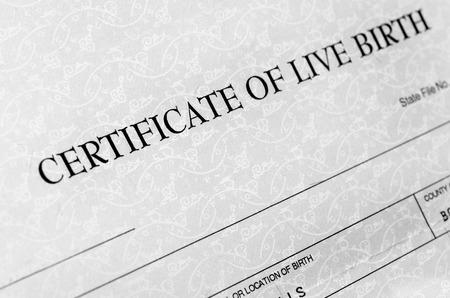 nacimiento: Primer plano de detalle de la forma de certificados de nacimiento para ser llenado cuando nace el beb� Foto de archivo