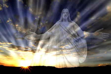 Jezus in de hemel met zonnestralen voor liefde en hoop Stockfoto