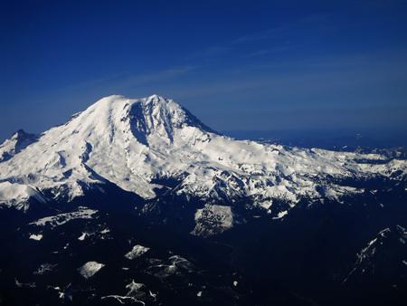 MOUNT RAINIER: View of Mount Ranier Washington from the Air