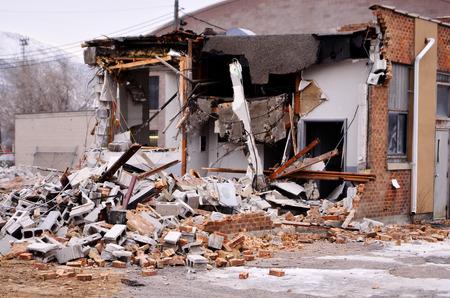 derrumbe: Detalle de la demolición del edificio de ladrillos colapso de Wall