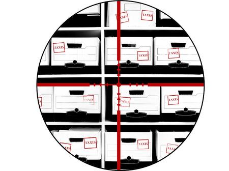 adn: Estanter�as de oficina con cajas de documentos fiscales adn punto de mira para destruir los impuestos