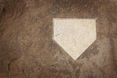 pelota de beisbol: El plato de home en campo de b�isbol con copia espacio