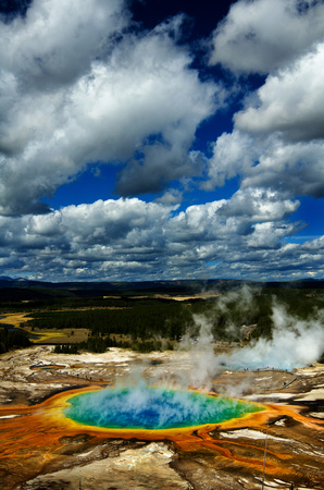 sight seeing: Majestic grand prismatic pool steem basis guyser yellowstone tourist sight seeing tour Stock Photo