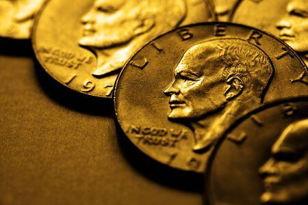 monedas antiguas: Pila de monedas antiguas que representan la riqueza y luxary