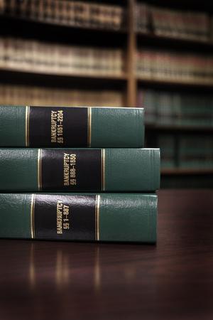 Close-up van de verschillende volumes van de wetboeken van codes en statuten voor faillissement Stockfoto