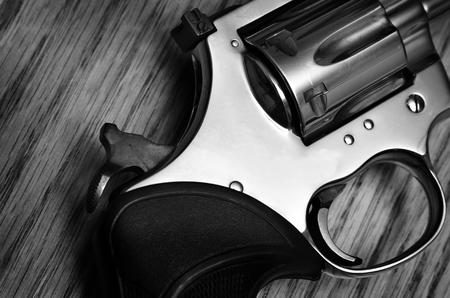 防衛: 拳銃と拳銃の撮影のためと自己防衛 写真素材