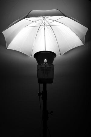 Studio fotografico flash stroboscopico per la luce e scattare foto