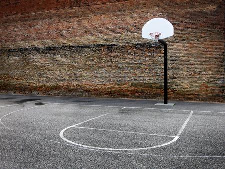 都会の繁華街にフード バスケット ボール フープ