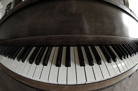 Old vintage piano in home for music 版權商用圖片
