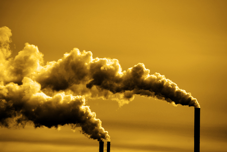 Pollution and smoke from chimneys of factory or power plant Stockfoto