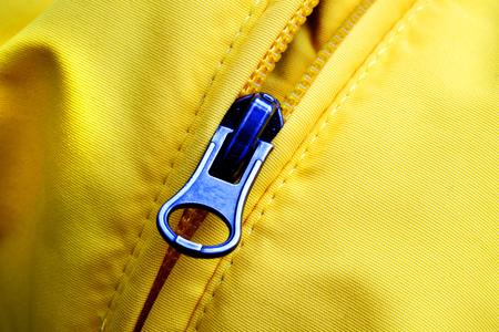 ファッションやデザインの服に黄色のジャケットのジッパー 写真素材 - 80677583