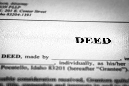 Urkunde zur Übertragung von Eigentumsrechten an Grundstücken oder Häusern Standard-Bild
