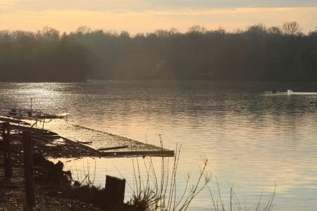 夜明けに川に一気 写真素材