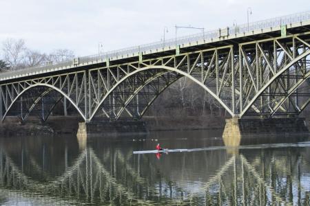 橋の下でボート 写真素材