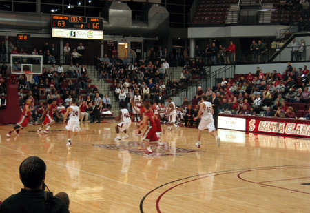 UNLV vs. Santa Clara: Player Number 42 Ray Cowels takes final shot with 9 seconds left.  UNLV 66 vs. Santa Clara 63. 120509 at Santa Clara, California 新聞圖片