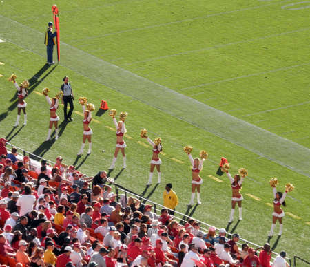 Photo of the 49ers cheerleaders at Candlestick Park in San Francisco. Photo taken on 11/30/09. 報道画像