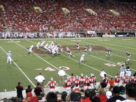 delito: Wisconsin frente a UNLV: Wisconsin ofensa en acci�n contra UNLV. Tomada el 4 de septiembre de 2010 en el Sam Boyd Stadium Las Vegas, Nevada.