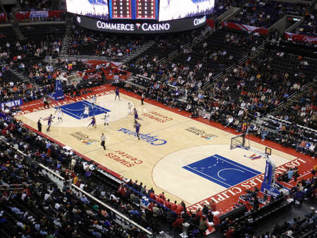 LOS ANGELES, NOVEMBER 25: Clippers vs. Kings: Kings player dribbles ball past Clippers player at Staples Center taken November 25 Los Angeles California. Editoriali