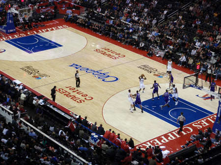 LOS ANGELES, NOVEMBER 25: Clippers vs. Kings: Clippers player holds ball up looking for someone to pass to at Staples Center taken November 25 2010 Los Angeles California. Editoriali