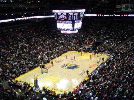 sean: OAKLAND, CA - 25 dicembre: Portland Blazers vs Golden State Warriors: guerrieri Monta Ellis prende palla gi� la Corte come lettori spostare nella posizione a Oracle Arena prese il 25 dicembre 2010 Oakland in California.