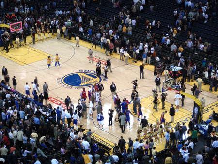 pistones: OAKLAND, CA - 15 de noviembre: Pistons celebran en la cancha despu�s de la victoria en el Oracle Arena el 15 de noviembre de 2010 en Oakland, California.