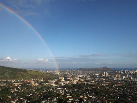 Rainbow over Honolulu with Diamond Head in the distance on Oahu Imagens - 13900417