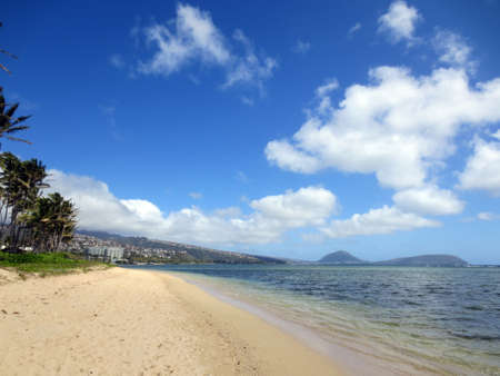 Sandy shoreline of Kahala Beach and the southern coastline of Oahu, Hawaii Stock Photo - 18153577