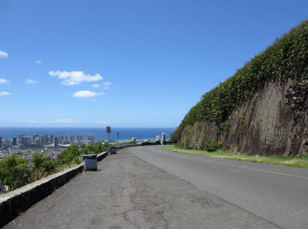 Tanatalus Lookout on Round Top drive overlooking Honolulu on Oahu, Hawaii Stock Photo - 18153248