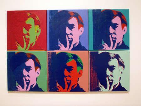 SAN FRANCISCO - 25 januari: set van zes Zelfportretten, Andy Warhol, 1967, schilderij | olie en zeefdruk inkt op doek. Genomen 25 januari 2010 in het San Francisco Museum of Modern Art in Californië. Redactioneel