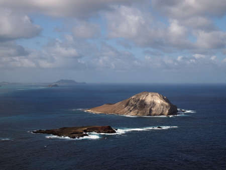 windward: Rabbit (Manana) and Rock ( Kaohikaipu) islands in Waimanalo Bay on the windward side of Oahu, Hawaii.  Manana Island and Kaohikaipu Island are located on the Windward side of Oahu, north of Makapuu Point. The shape of the island actually resembles a rab Stock Photo
