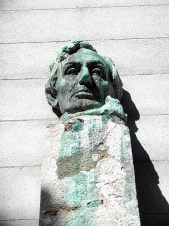 honest abe: Face Statue of President Abe Lincoln sitting on a pedestal on the campus of UC Berkeley. With Green dripping lines forming from the oxidizing of the metal.