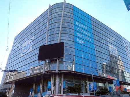 intel: SAN FRANCISCO - SEPTEMBER 14: The 13th Intel Developer Forum event feature focuses on Intel's technology and platform roadmap directions for the next year and beyond in the areas of digital enterprise, mobility, embedded and communications, software, manu