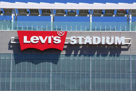 SANTA CLARA - MARCH 29:  Levis Stadium Sign on side of the Building, The New Home Of The San Francisco 49ers, during Wrestlemania 31 at the Levis Stadium in San Clara, California on March 29, 2015. 新聞圖片