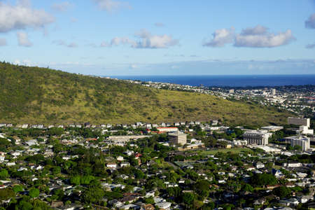 Manoa Valley on the Island of Oahu.  Featuring Mountains, High School, College campus, houses, school and graveyard. Imagens - 69782473
