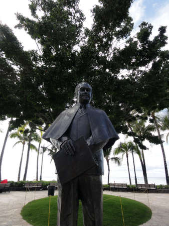 overthrown: Prince Kuhio Statue in Waikiki. Jonah Kūhiō Kalanianaʻole (March 26, 1871 – January 7, 1922) was a prince of the Kingdom of Hawaiʻi until it was overthrown by a coalition of American and European businessmen in 1893. He later went on to become a rep Editorial