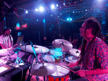 Honolulu, HI - December 30, 2017: Musician Jerome James and Activ8 Electro Jazz music journey and dance party on stage at Crossroads in Hawaiian Brian's with cool lighting on December 30, 2017, Honolulu, Hawaii. Redactioneel