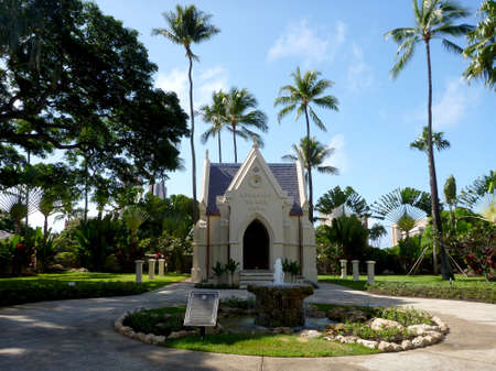 Kawaiaha'o Fountain and The tomb of William Charles Lunalilo, the last King of Hawaii, near Kawaiaha'o Church on Oahu, Hawaii. Kawaiaha'o Fountain (Located along the left side of the sanctuary): The High Chiefess Ha'o frequented the freshwater spr Publikacyjne