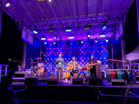 North Shore, Hawaii - February 28, 2019: Ron Artis II & The Truth performs on stage during night concert at Wanderlust Yoga festival. 新闻类图片