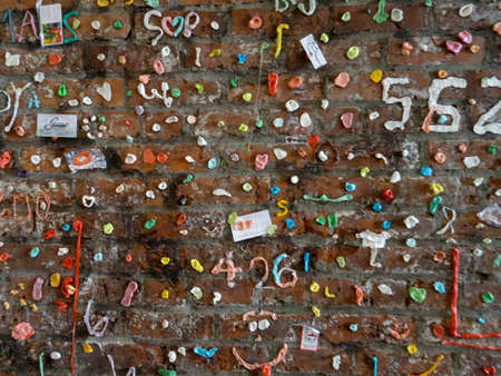 Seattle - June 24, 2016 : Close-up of The Market Theater Gum Wall in downtown Seattle. It is a local landmark in downtown Seattle, in Post Alley under Pike Place Market. Éditoriale