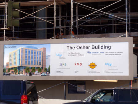 San Francisco - October 29, 2009: The Osher Building for Integrative for the UCSF Medical Center sign with building under construction. 新聞圖片