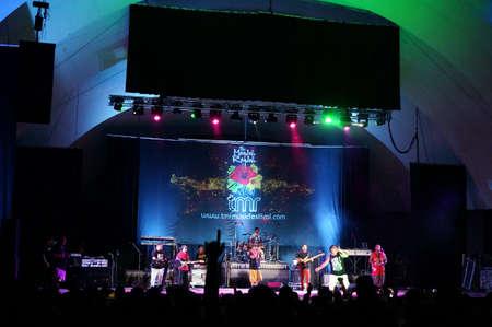WAIKIKI, OAHU - February 12, 2013: Band plays on stage at MayJah RayJah Concert at the Waikiki Shell. Sajtókép