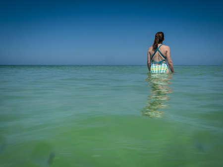 Jeune femme dans l'eau Banque d'images - 14715679