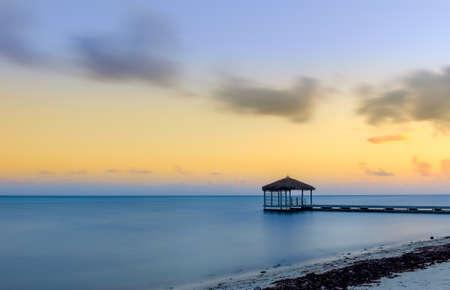 Pier dans la région de South Sound au crépuscule, Grand Cayman, Cayman Islands